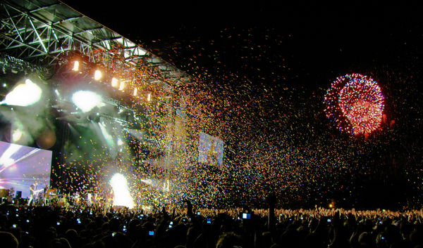 coldplay-concert-stage-osheaga-2009-with-fireworks-butterflies_l