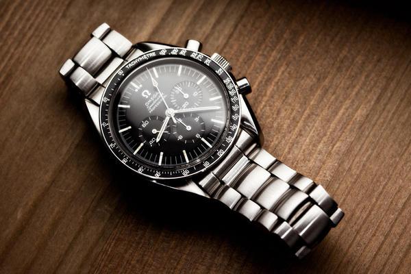 vintage-omega-speedmaster-pre-moon-1_l