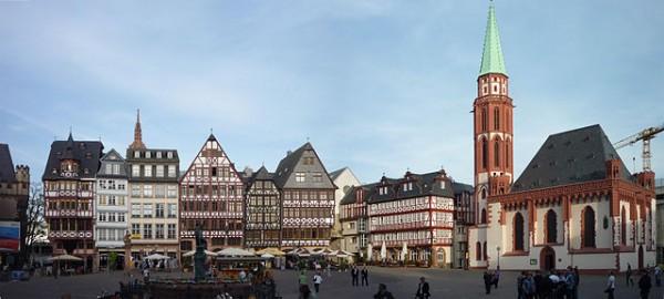 640px-Frankfurt_Römerberg_095+97v-fh