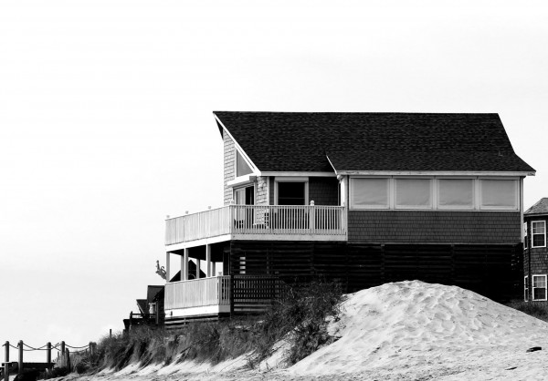 beach house in black & white