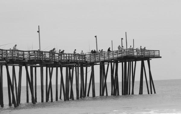 pier in black & white