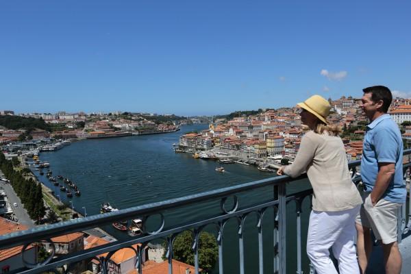 Overlooking_Porto