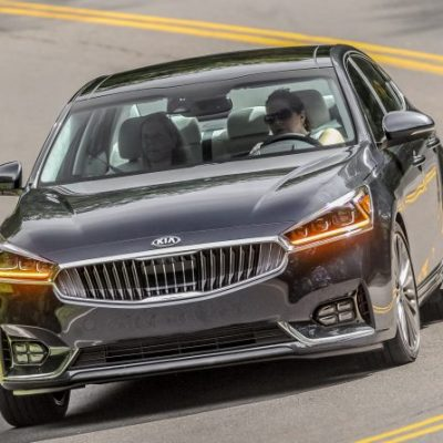 Our driver got behind the wheel of the 2017 Kia Cadenza