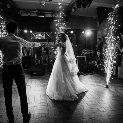 Wedding Band vs DJ: Who Should You Hire?