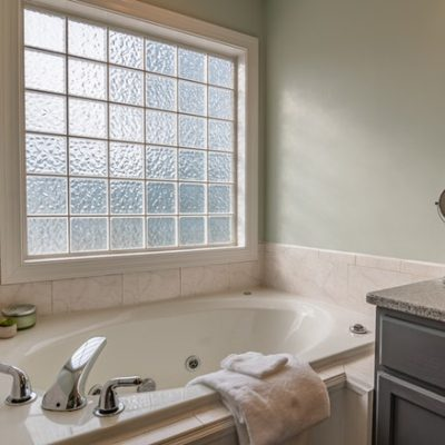 Restyle Your Bathroom for Summer in 10 Simple Steps